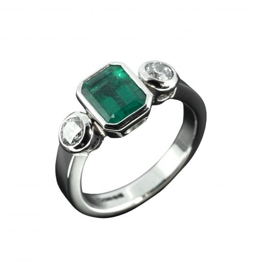 High Quality Emerald Diamond Ring in 18k White Gold